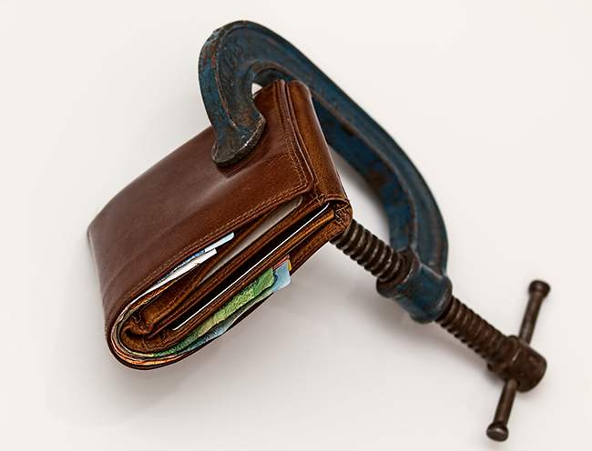 Article Image - Keep minimum cash in your wallet and pay for your expenses upfront with cash rather than credit cards