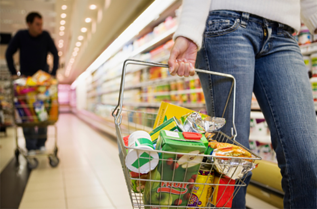 Article Image - 10 Tips for Saving on Groceries - Use a handheld basket
