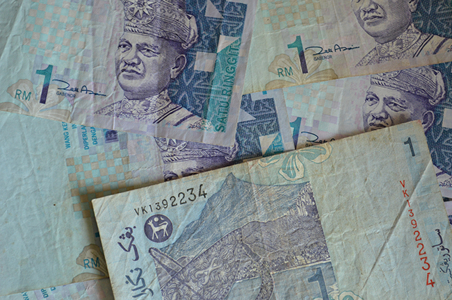 Article Image - devaluation of the ringgit against the Singapore dollar