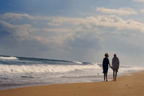 Elderly couple beach walking fiji vacation for Best beach vacations in us for couples